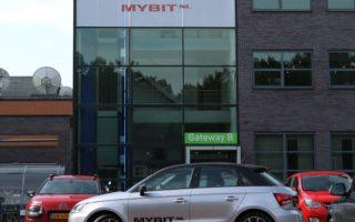 kantoor met auto MyBit (hor)